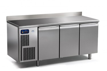 Everlasting Professional Counter with Three Solid Doors- Professional 175.60